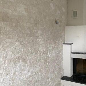Weiss Marmor Mosaik Wand und Kamin